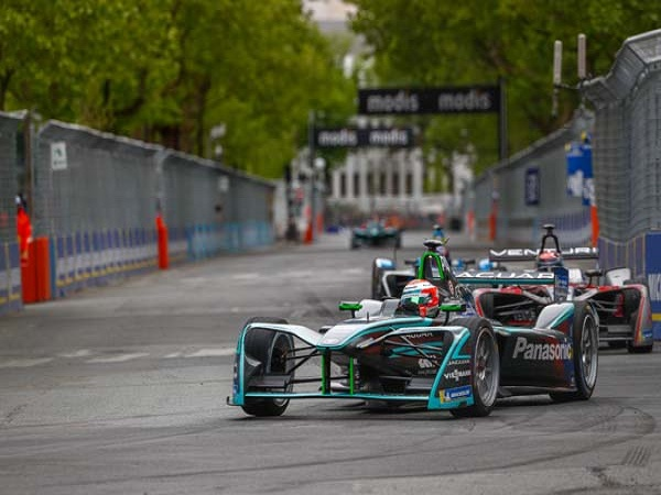Panasonic Jaguar Racing endure a challenging weekend in Paris