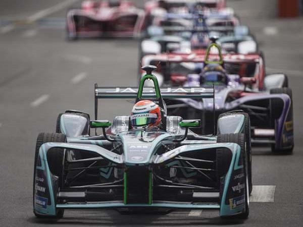 Tough weekend sees Panasonic Jaguar Racing finish second season on a high