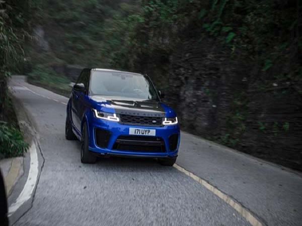 Range Rover Sport SVR conquers Tianmen Mountain by setting a new time record