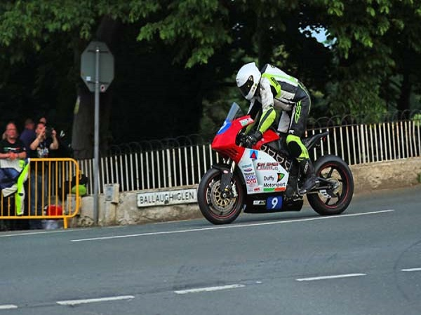 TT Zero race proves ultimate test of perseverance for Gaydon-based husband and wife team