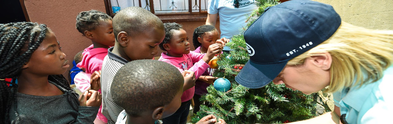 Land Rover South Africa spreads some holiday spirit at a day care centre