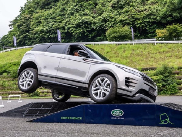 Range Rover Evoque gives the Japanese media the wow factor