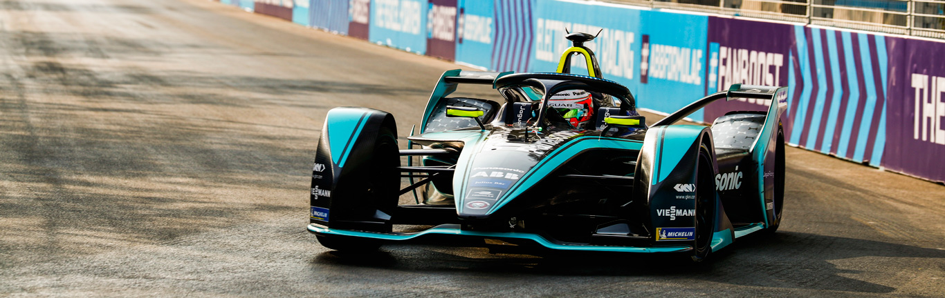 Panasonic Jaguar Racing secures a double points finish in trying conditions in Saudi Arabia