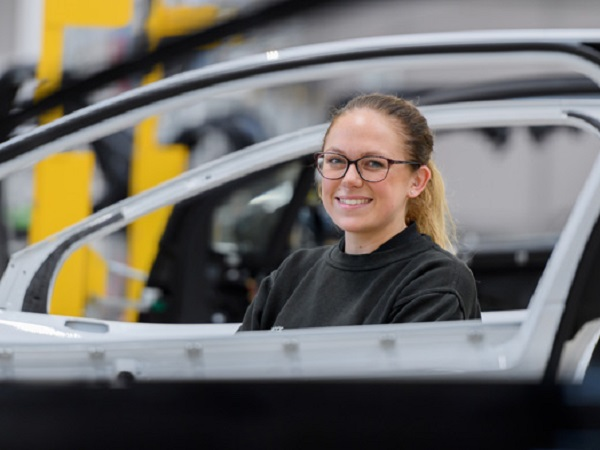 Positive thinking puts Molly Cartwright on the engineering fast track