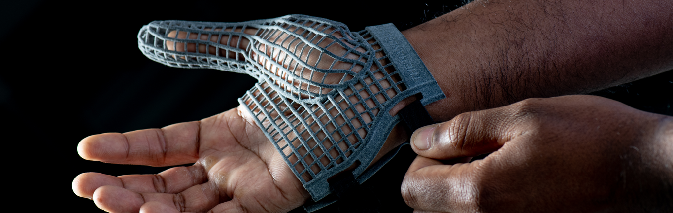 Innovative 3D printed gloves protect the hands of colleagues on the line