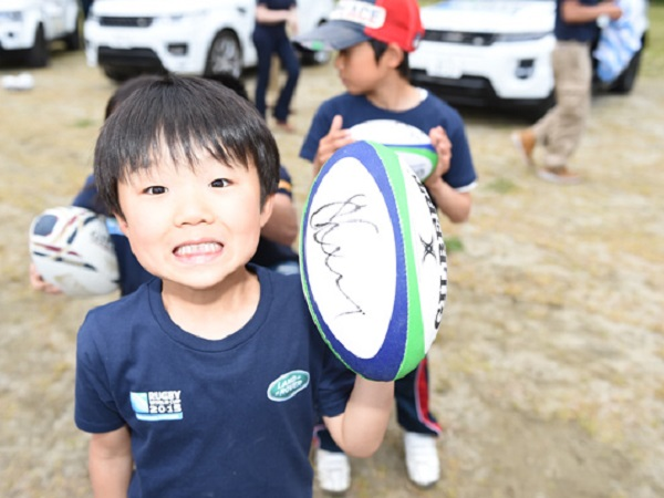 Rugby legends teach Japanese kids the fundamentals