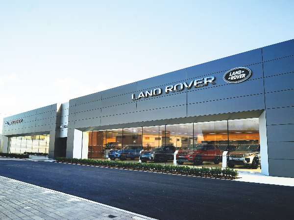 JAGUAR AND LAND ROVER RETAILER SHOWROOMS ACROSS ENGLAND OPEN THEIR DOORS