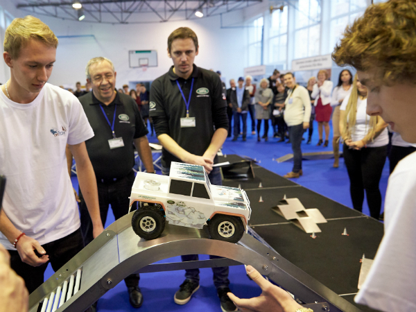 Land Rover 4x4 in Schools Challenge Arrives in Slovakia