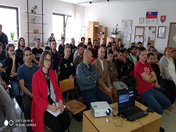 Tím kolegov z JLR navštívil stredné školy / JLR  team visit local schools in Nitra