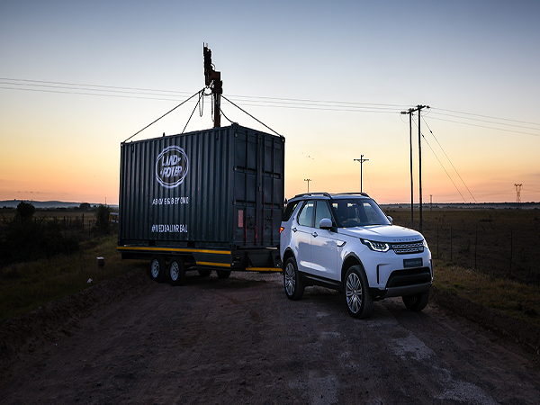Land Rover Discovery and Springbok star haul clubhouse to inspire next generation