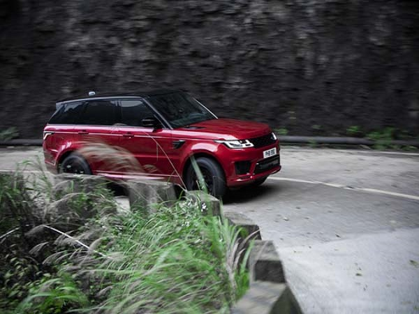 Keeping the evolving Range Rover Sport PHEV on track to reach Heaven's Gate