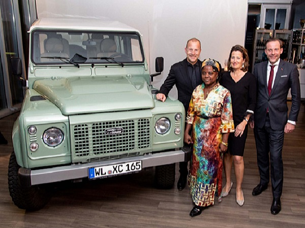 Germany's final Land Rover Defender raises €100,000 for a children's home
