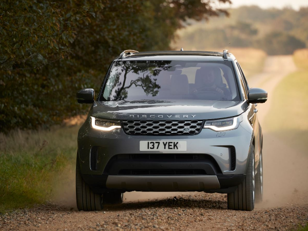 New Discovery: efficient powertrains, enhanced connectivity and more comfort