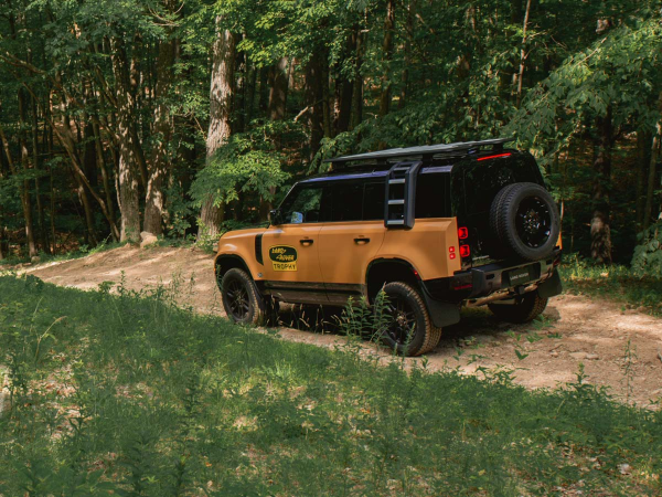 EXCLUSIVE LAND ROVER DEFENDER TROPHY EDITION WITH ADVENTURE COMPETITION EXPERIENCE