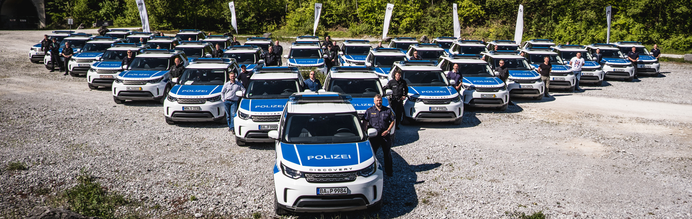 Germany's Federal Riot Police get to grips with their new Land Rover Discoverys