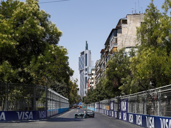 Panasonic Jaguar Racing battle for points in Santiago