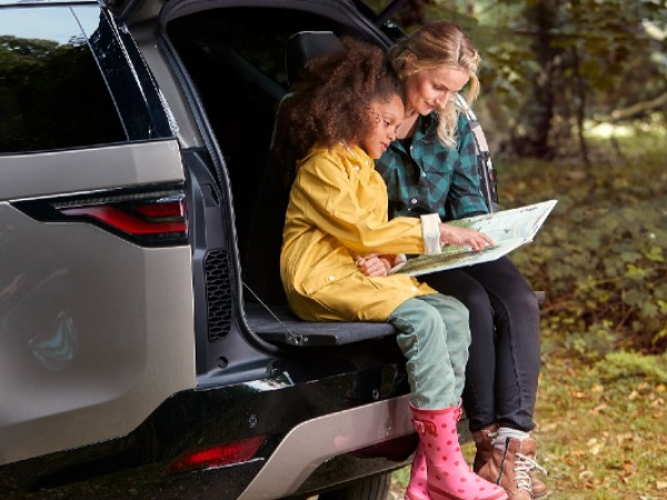WRITE A SHORT STORY TO WIN AN EXPERIENCE DAY IN THE NEW LAND ROVER DISCOVERY!